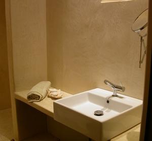 Essentiel - Architecture d'intérieur - Murs et espace lavabo en Tadelakt