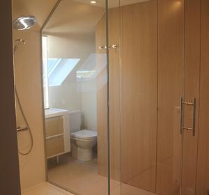 vue de la douche en transparence pour gagner en lumière