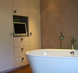 espace TV  dans l 'espace baignoire
