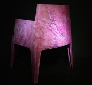 Chaise en faux marbre décoratif