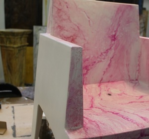 détail de mise en oeuvre du faux marbre rose